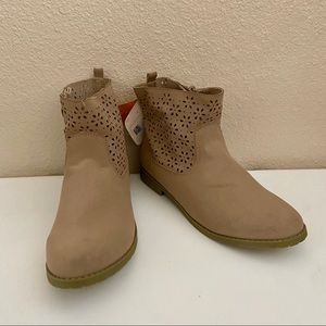 Gymboree Wildflower Cutout Ankle Boots Tan